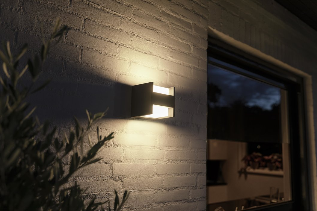 Philips Hue Outdoor Fuzo Duo muurlamp