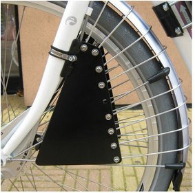 Saddle on rod spoke guard