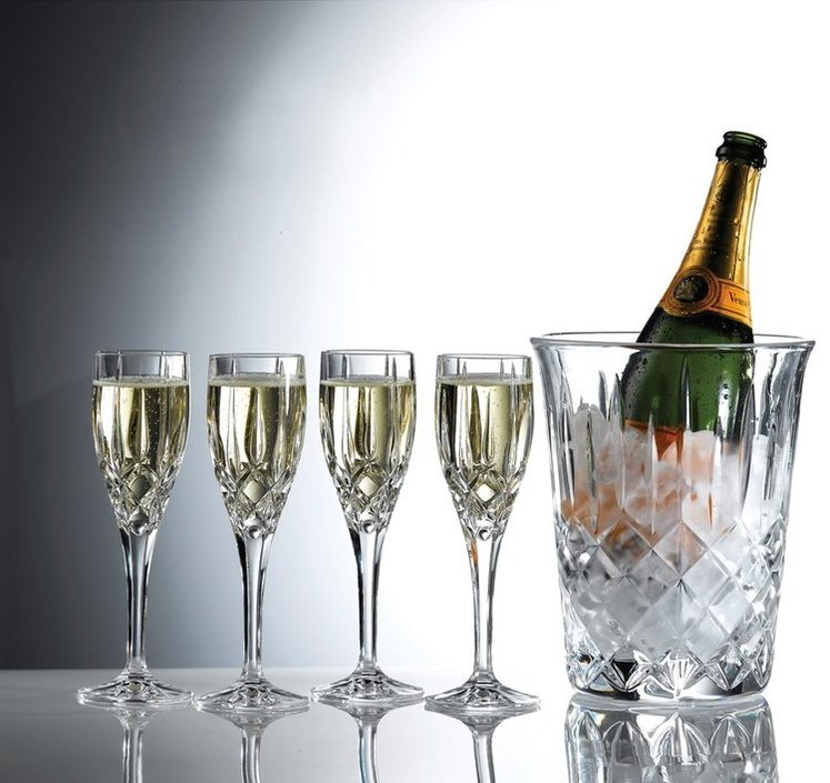 Royal Doulton champagne set - 5 pieces