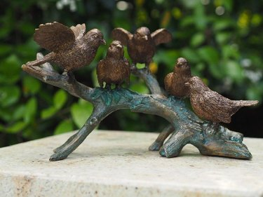 Bronzartes The five birds garden image